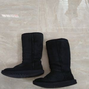 UGG black boots size 4